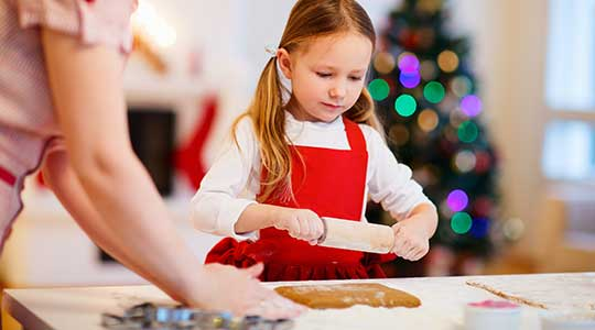 weihnachtsplaetzchen-backen-mit-kindern
